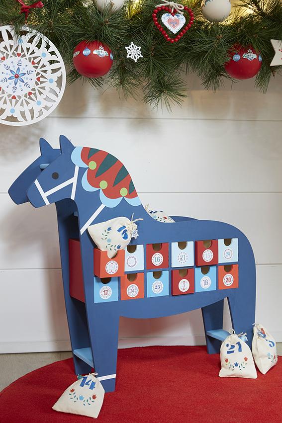 calendrier avent cheval bleu folk scandinave