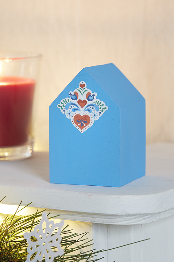 décoration Noël folk maison bleu